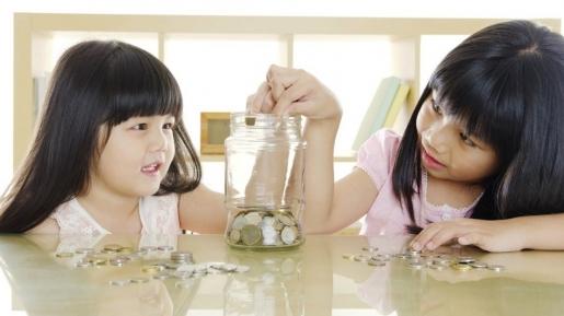 4 Prinsip Ini, Dijamin Ampuh Bikin Anak Kamu Rajin Menabung Sedari Kecil!