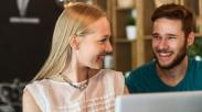 Bukan Cuma Ucapan Cinta, 6 Cara Praktis ini Bisa Bikin Suami Makin Sayang