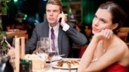 Sebelum Ujungnya Bercerai, Lakukanlah 7 Hal Ini Untuk Memulihkan Jarak Karena Sibuk Kerja!