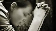 Mendoakan Tuhan, Ah Yang Benar Saja! Mengapa Tuhan Butuh Doa Kita?