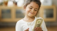 Jangan Lengah, Ajarkan Anak-anakmu Mengenai Keuangan Sejak Sekarang! Ikuti Tips ini…