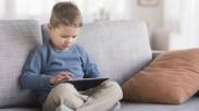 Gak Usah Panik, Inilah 3 Cara Selamatkan Anak Dari Pengaruh Buruk Gadget!