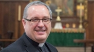 Setelah Tuai Kecaman Karena Doakan Pangeran George Jadi Gay, Pendeta Ini Minta Maaf