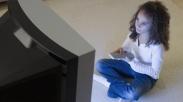Jangan Lengah!  Ini Nih 3 Peraturan Penting Bagi Si Kecil Yang Hobi Menonton TV