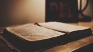 Inspirasi dari Alkitab Lusuh Ibu, Mengingatkan Tentang Firman Tuhan yang Hidup