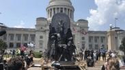 Dirikan Patung Berkepala Kambing, Kelompok Satanic Temple Ini Ditolak DPR Arkansas!