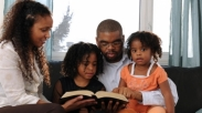 Bangunlah Mezbah Keluarga, Maka Hal Itu Akan Mengubahkan Anak-anakmu!