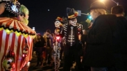 Posting Kostum Halloween, Hailey Bieber Dinilai Kristen Palsu Oleh Penggemarnya!