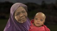 Nenek Ini Susui Cucunya Saat Lari Dari Kejaran Pemberontak