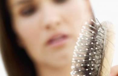 4 Cara Alami Mengatasi Rambut Rontok
