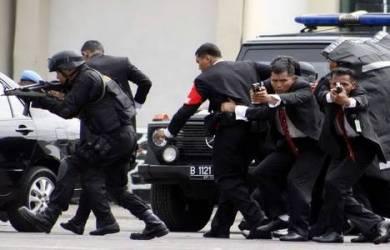 """""""Gagal Menikah"""" Pria ini Depresi Berkeliling Istana Presiden Tanpa Pakaian."""
