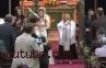Pendeta Wanita Pimpin Tarian Flash Mob di Gereja