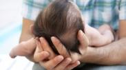 Pelajaran Berharga dari Seorang Ayah yang Takut Menggendong Bayinya