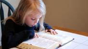 4 Cara Mudah Agar Anak Bisa Menghafal Ayat Alkitab