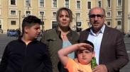 Luar Biasa, Keluarga ini Rela Tampung 50 Orang Korban ISIS di Rumah Mereka