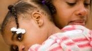 Arti Genggaman Erat Penuh Kasih Dari Seorang Ibu, Sudahkah Kamu Mengerti?