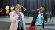 Berita Mengejutkan, Pastor di Zimbabwe Mengaku bisa Telepon-Teleponan Sama Tuhan