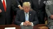 Video Presiden Donald Trump Sedang Didoakan Pendeta Jadi Viral. Tembus 1,7 Juta Views Lho