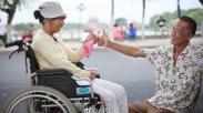 Setia Gak Diukur Kondisi Fisik, Kisah Pasangan dari Tiongkok ini Membuktikannya!