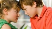 Si Kakak dan Adik Bertengkar Terus? Tanamkan 6 Hal Ini Supaya Mereka Jadi Rukun