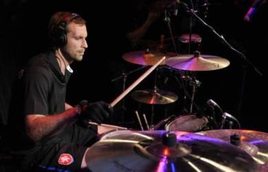Petr Cech Punya Side Job Sebagai Drummer Band Rock