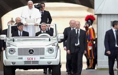 Jawaban Paus Fransiskus Saat Menolak Naiki Mobil Antipeluru Vatikan