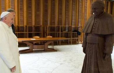 Paus Fransiskus Dapat Hadiah Coklat Valentine 1,5 Ton!