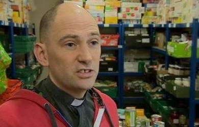 Seorang Pendeta Di Inggris Lakukan Kampanye Anti-Kelaparan