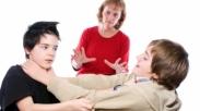 Sesama Saudara Suka Berantem, Biar Gak Kejadian Orangtua Yuk Ajarkan 12 Ayat Ini