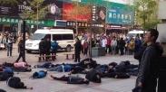 Protes Peraturan, Puluhan Sopir Taksi Bunuh Diri
