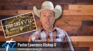 Pendeta Ini Berkhotbah Sambil Naiki Banteng