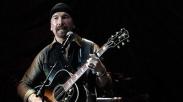 Dobrak Tradisi, Gitaris Band Rock Dunia ini Tampil di Gereja
