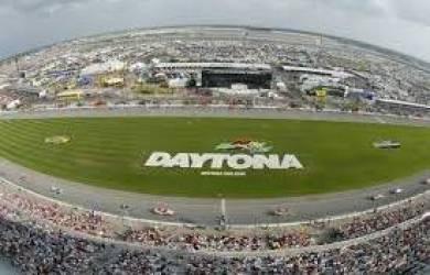Daytona 500 Kembali Digelar Setelah Cuaca Buruk