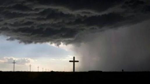 Tetap Berjalan Bersama Tuhan Dalam Segala Keadaan
