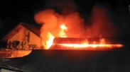 Sedih Deh, Gereja Ini Terpaksa Rayakan Natal Di Halaman Gereja Karena Gerejanya Terbakar