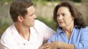 Suami Masih 'Lengket' Sama Mertua? Ini Langkah Yang Bisa Istri Lakukan
