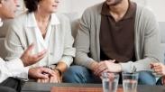 Pasangan, Ini 4 Potensi Masalah Yang Bisa Kita Hadapi Saat Pilih Tinggal Bareng OrTu
