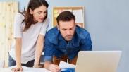 Biar Nggak Cek-cok, Gini Lho Cara Yang Tepat Buat Mulai Bicara Uang Dengan Pacar