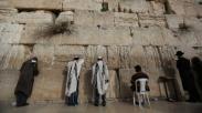 Fakta Alkitab: Kenapa Sih Orang Israel Rela Mati Buat Tembok Ratapan Yerusalem?