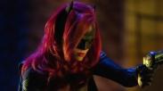 Pertama Kali Dalam Sejarah Seri Superhero, Tokoh Utama Batwoman Adalah LGBT