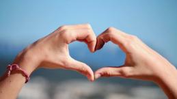 4 Definisi Kasih Menurut Pengertian yang Tuhan buat Sendiri