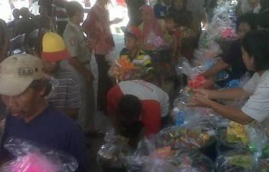 Di Mojokerto, Gereja  Jadi Tempat Bagikan Paket Lebaran