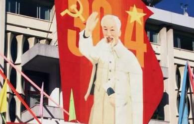 Vietnam Tawarkan Kuliah Komunis Gratis