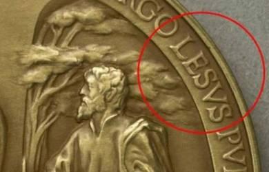 Koin Vatikan Salah Tulis