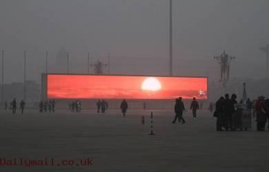 Kabut Tebal, China Pasang Matahari Digital