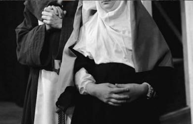 Langgar Sumpah, Biarawati Tanggalkan Atribut