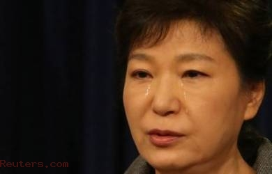Presiden Korsel Tangisi  Tragedi Sewol