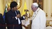 Terkait Hadiah Salib Palu Arit, Ini Komentar Paus Fransiskus