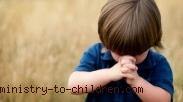 Saat Anak Kecil Belajar Berbicara Dengan Tuhan