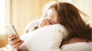 6 Alasan Keliru Wanita Pilih Cek Ponsel Lebih Dulu Saat Bangun Tidur